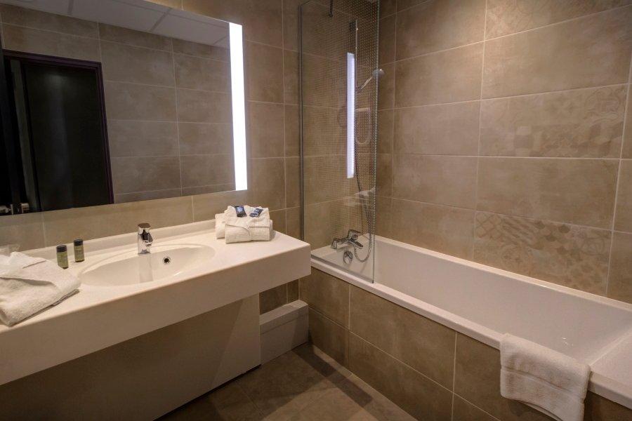 Hotel arles plaza arles fransa otel yorumlar ve for Salle de bain avec baignoire