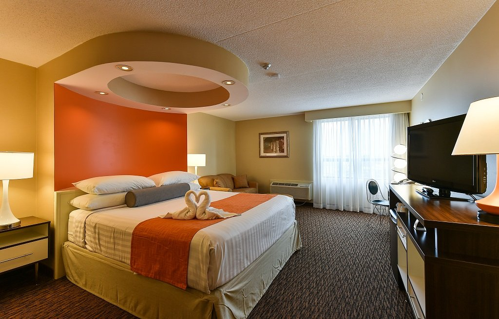 Howard Johnson Hotel by the Falls Niagara Falls