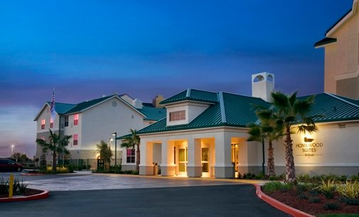 薩克拉門托機場納托馬斯希爾頓惠庭套房酒店