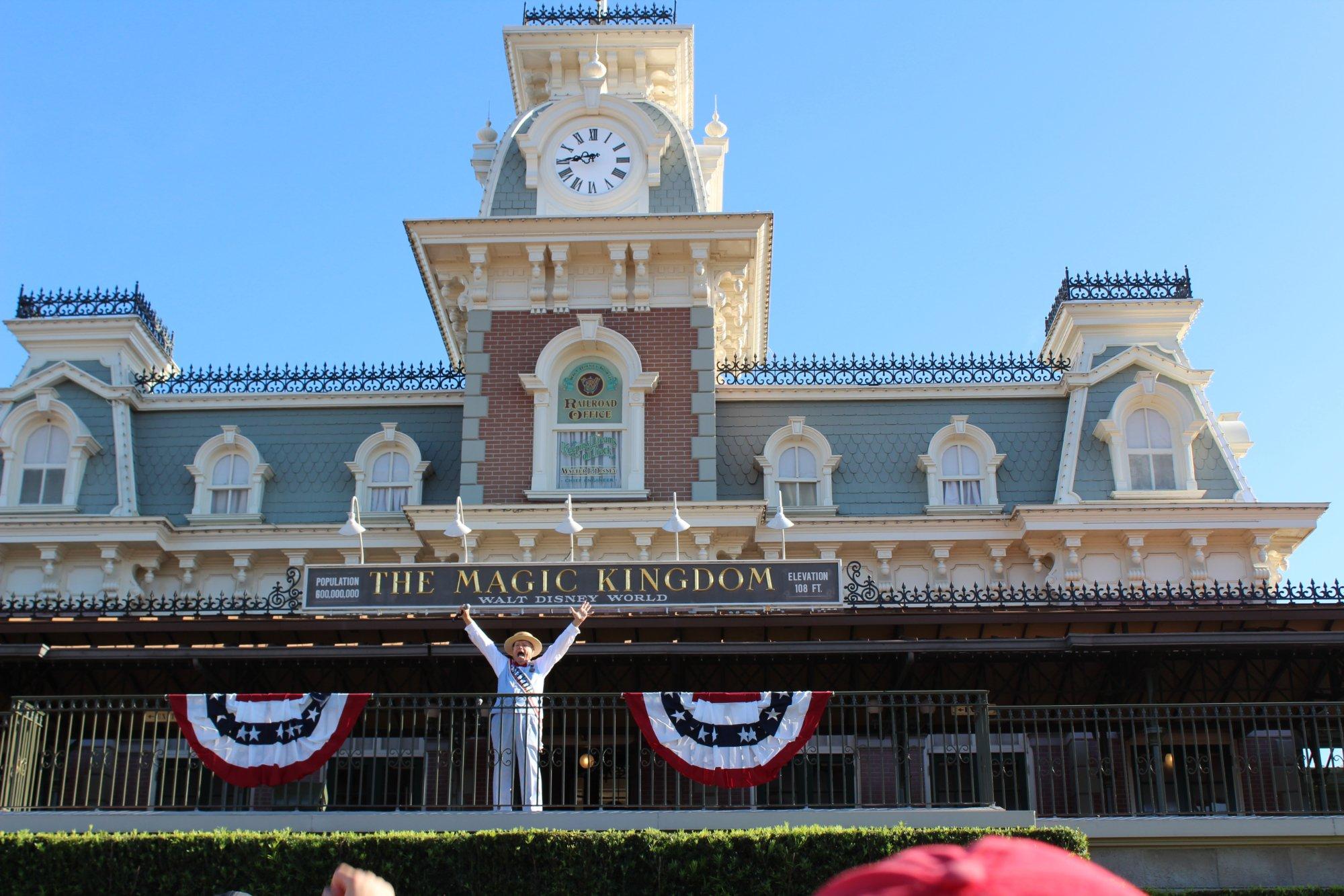 Entrada e abertura do Parque Magic Kingdom