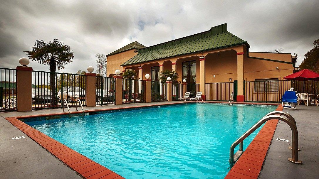Best Inn & Suites