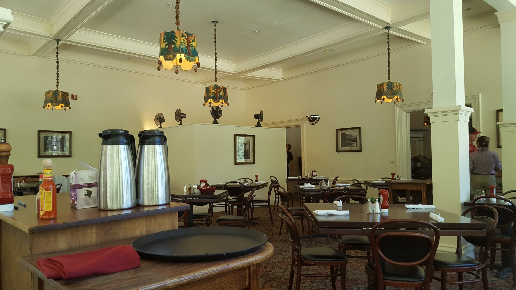 Big trees lodge dining room yosemite nationalpark for Dining room picture 94