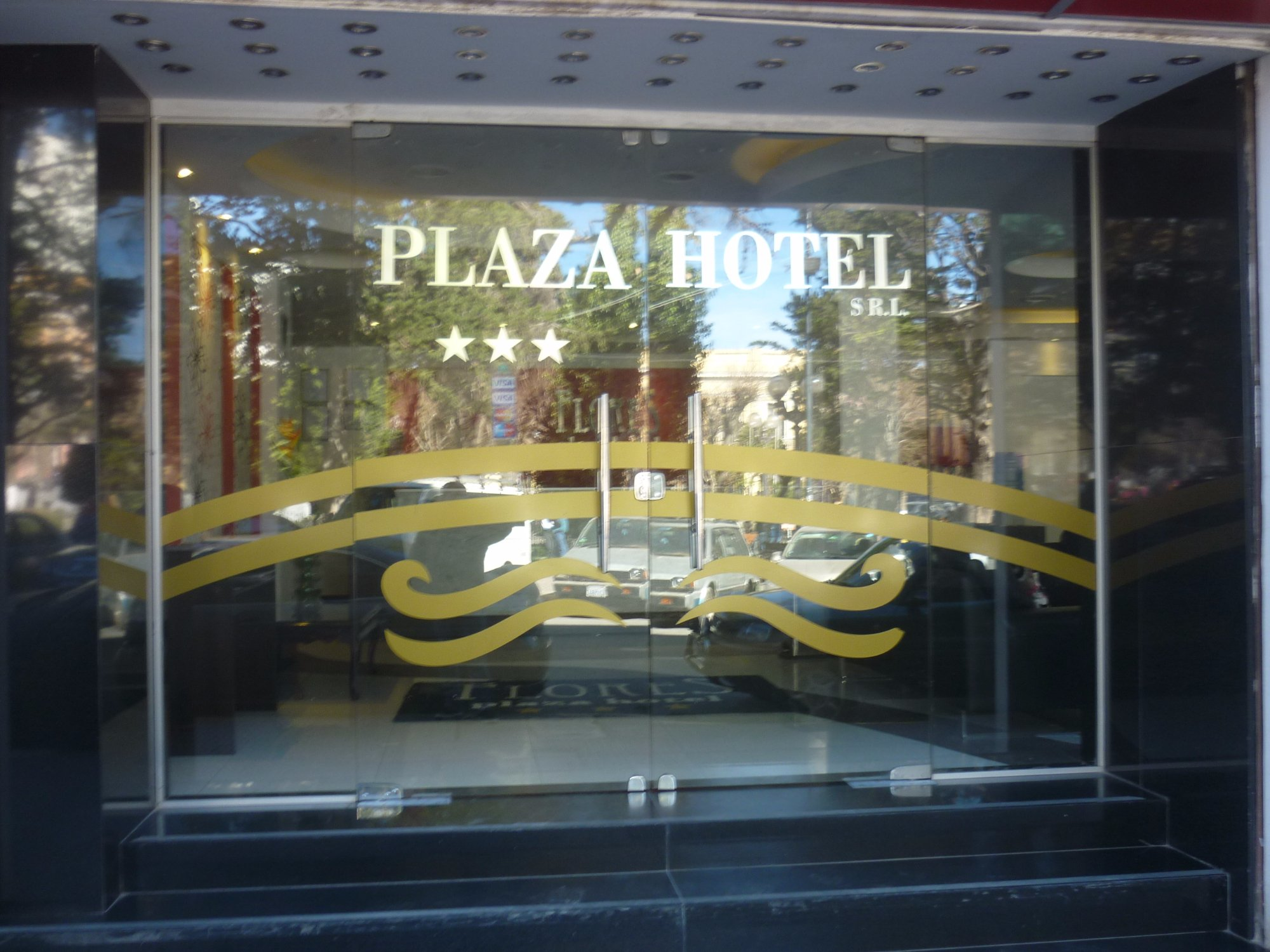 Flores Plaza Hotel