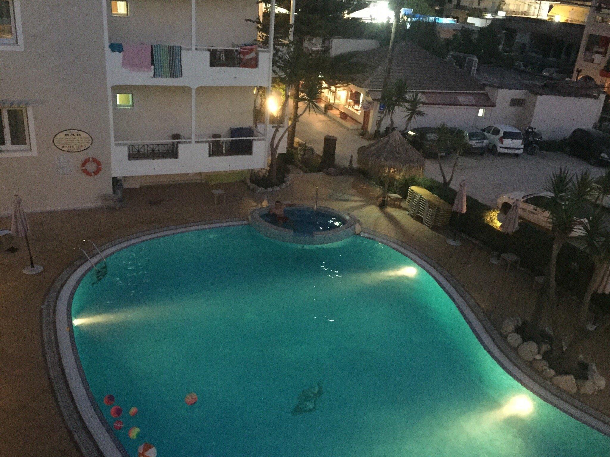 Lefko Hotel & Apartments