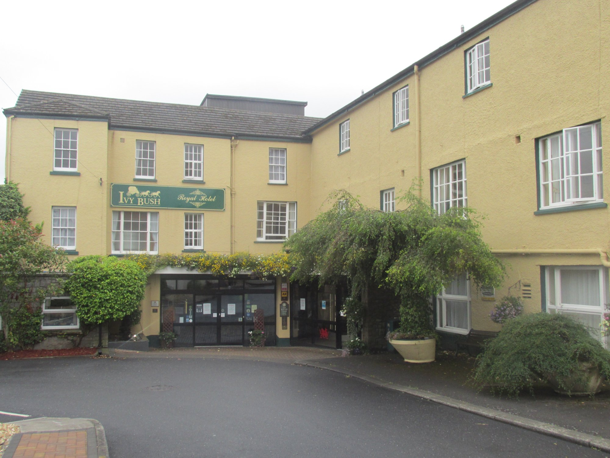 The Ivy Bush Royal Hotel