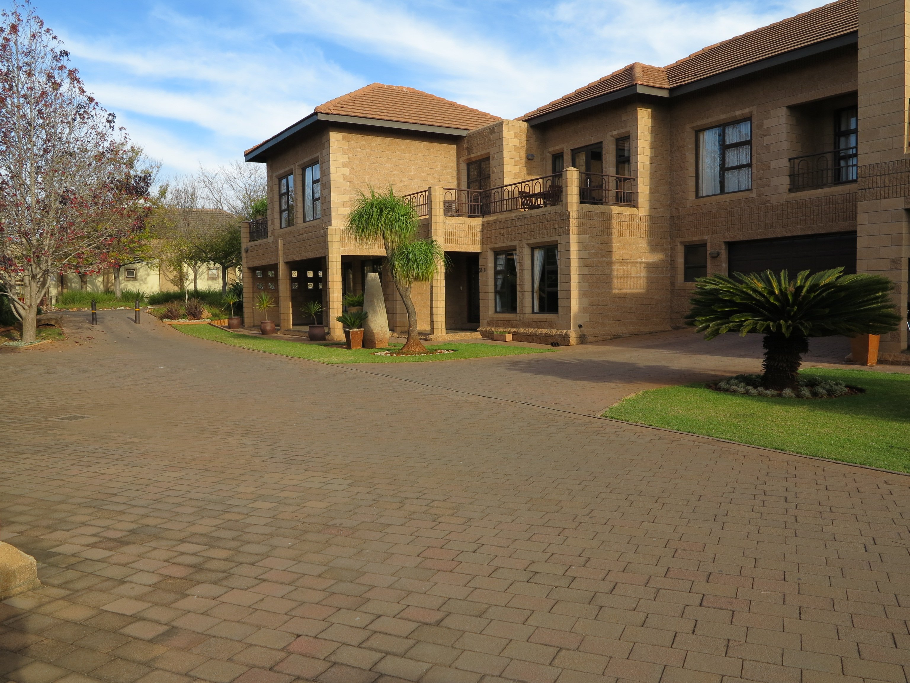 Centurion Golf Suites Guest Lodge