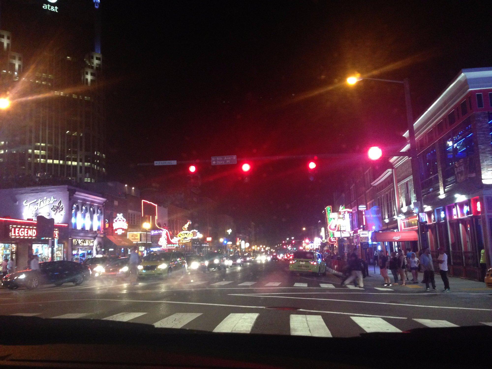 Broadway Street (a rua onde se ouve música 24hs por dia)