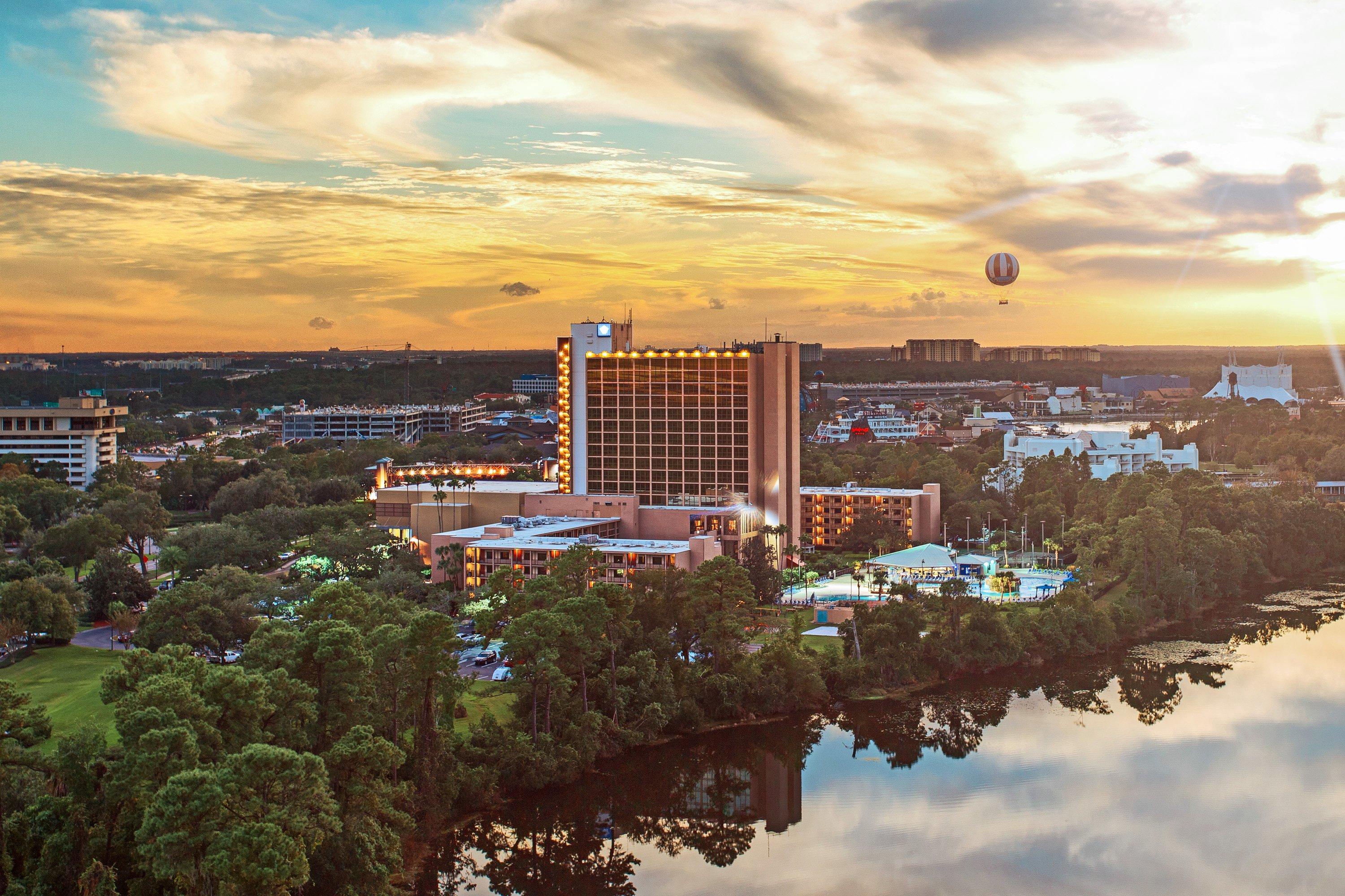 ‪Wyndham Lake Buena Vista Disney Springs Resort Area‬