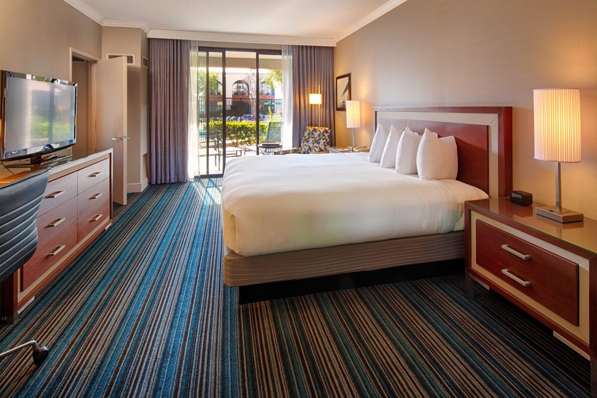 DoubleTree by Hilton Newark-Fremont