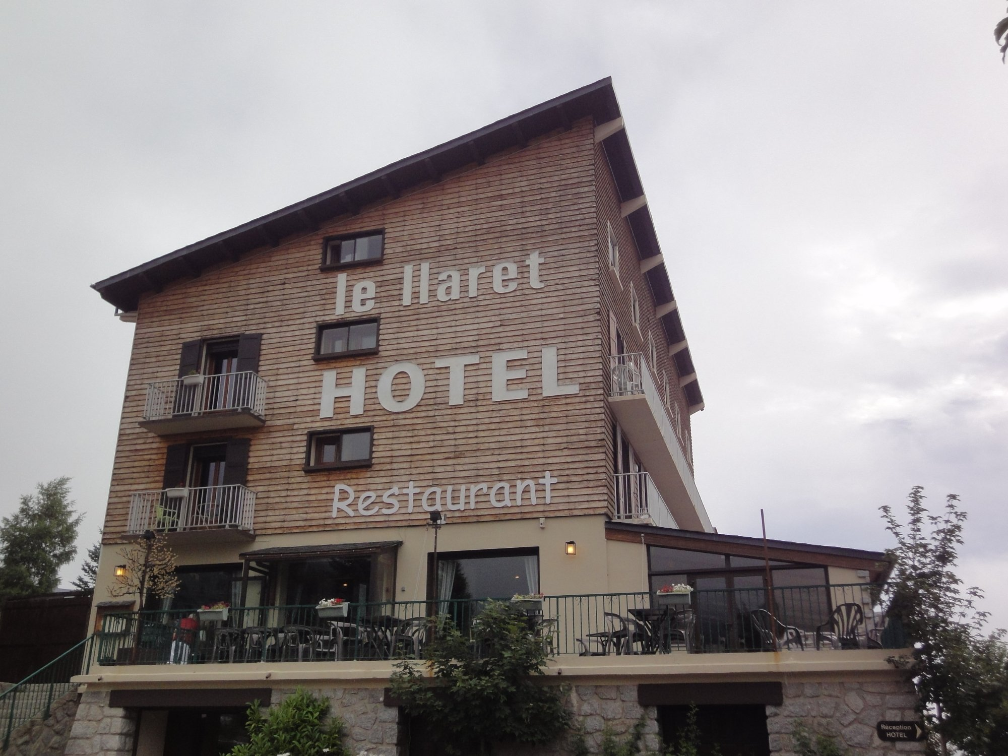 Llaret Hotel