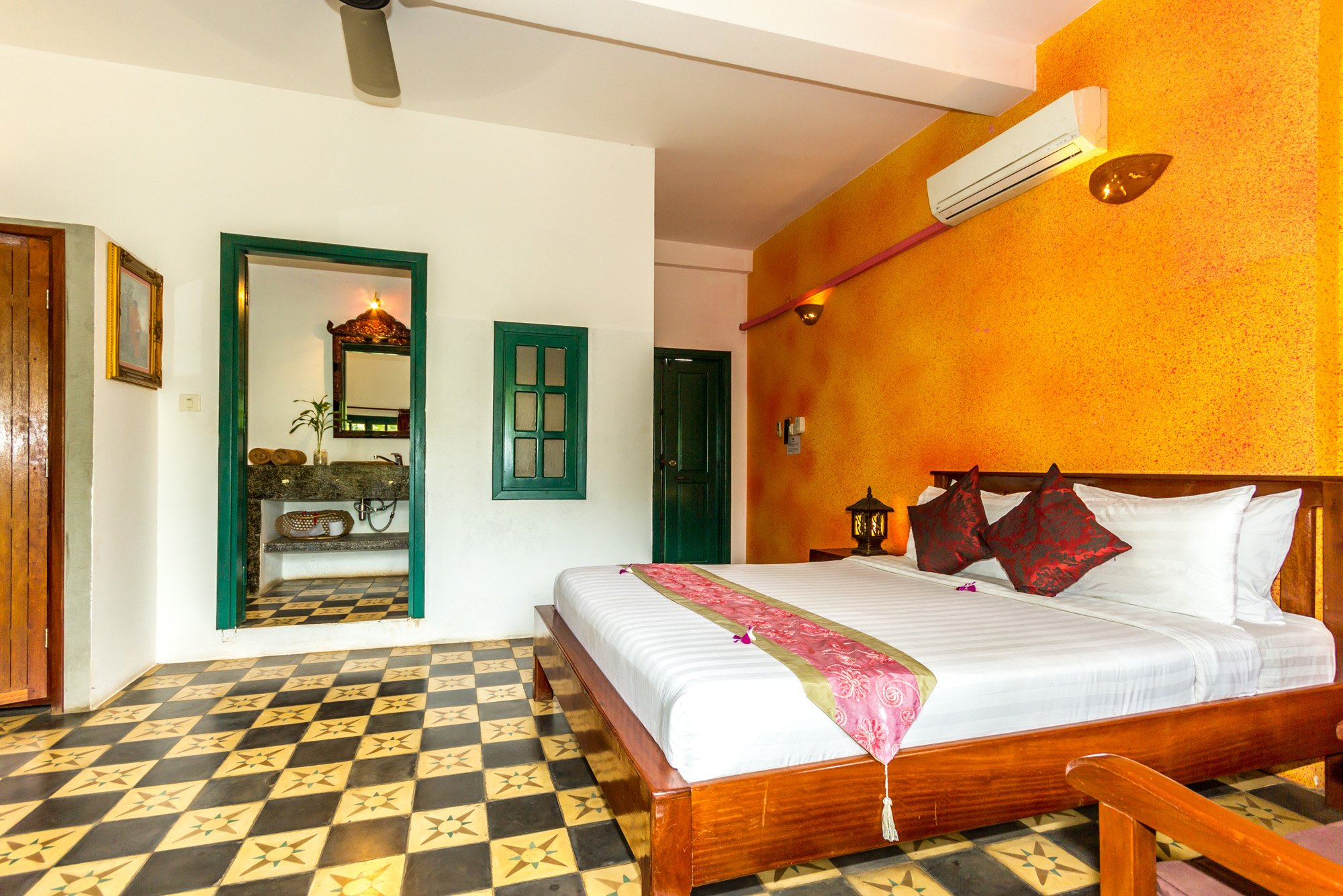 Golden Banana Boutique Hotel