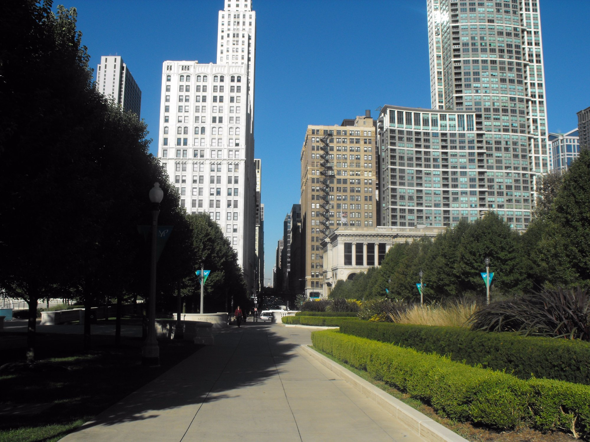 Michigan Ave sidewalk on Millennium Park