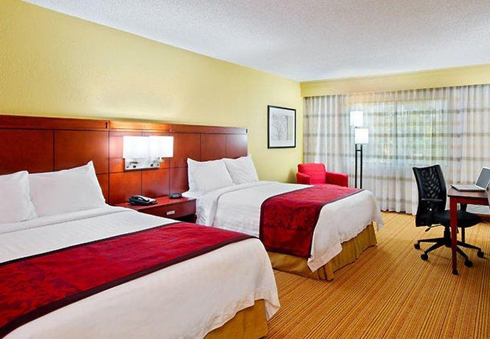 薩拉索佈雷登頓機場塔萬怡飯店