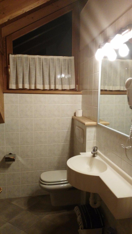 Casa vacanze sablonera bormio itali foto 39 s reviews en prijsvergelijking tripadvisor - Badkamer mansard ...