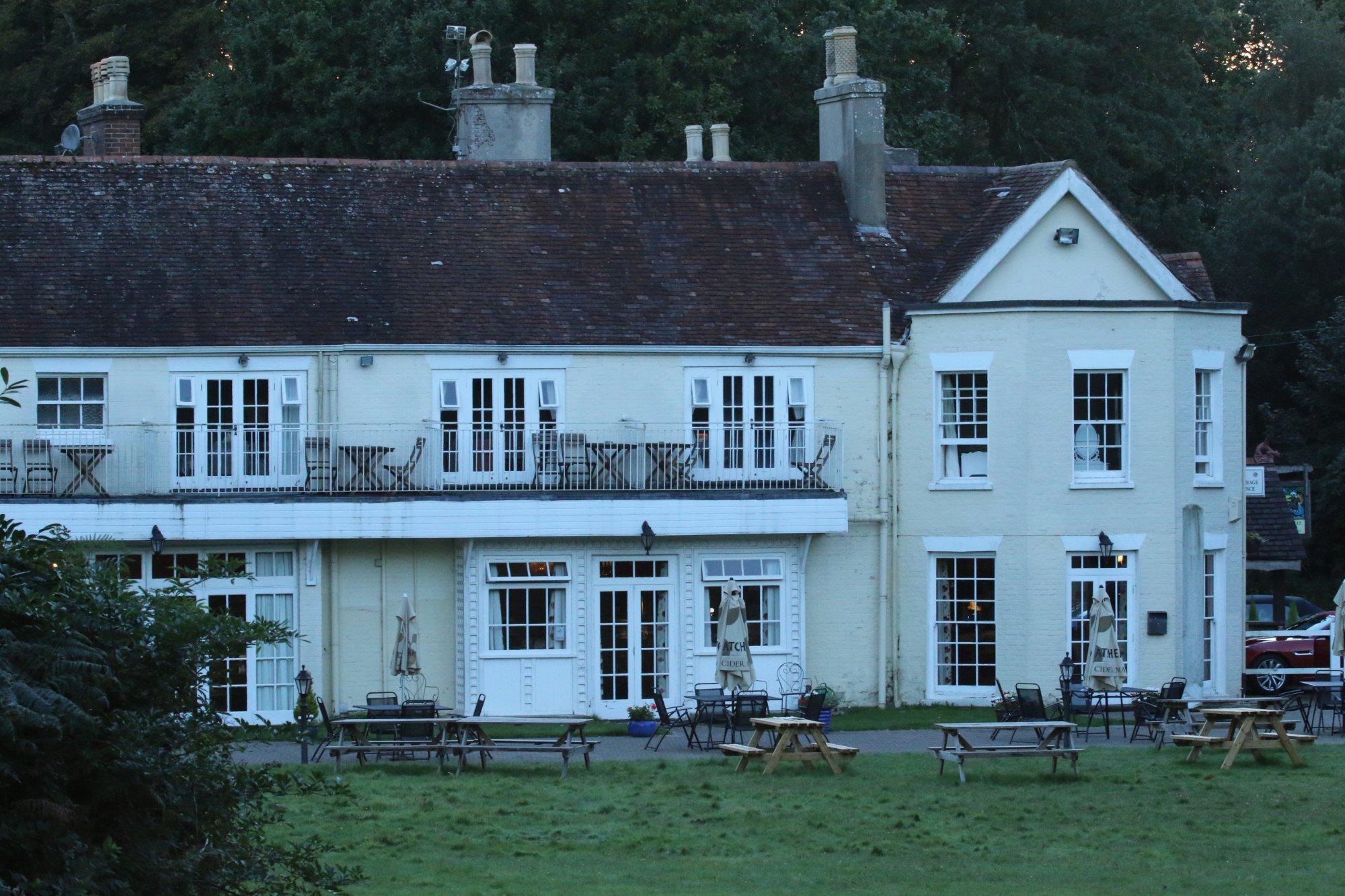 Tyrrells Ford Country Inn & Hotel