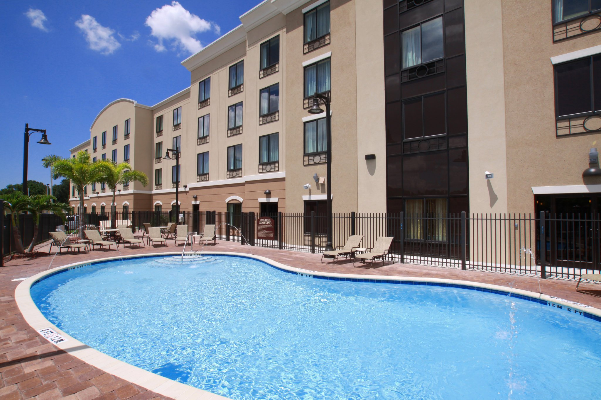 Holiday Inn Express & Suites Tampa USF-Busch Gardens