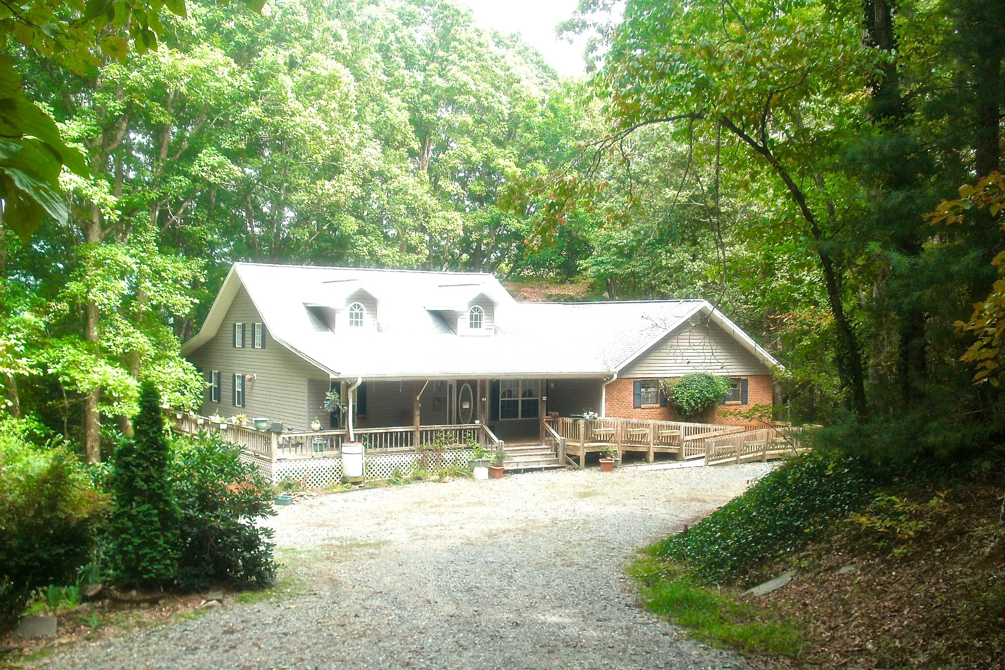 Your Home in the Woods Bed & Breakfast