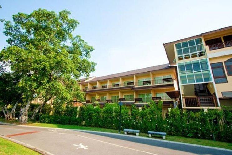 素攀湖旅店