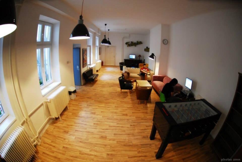 Mandarin hostel budapest rt kel sek s for In a living room 94