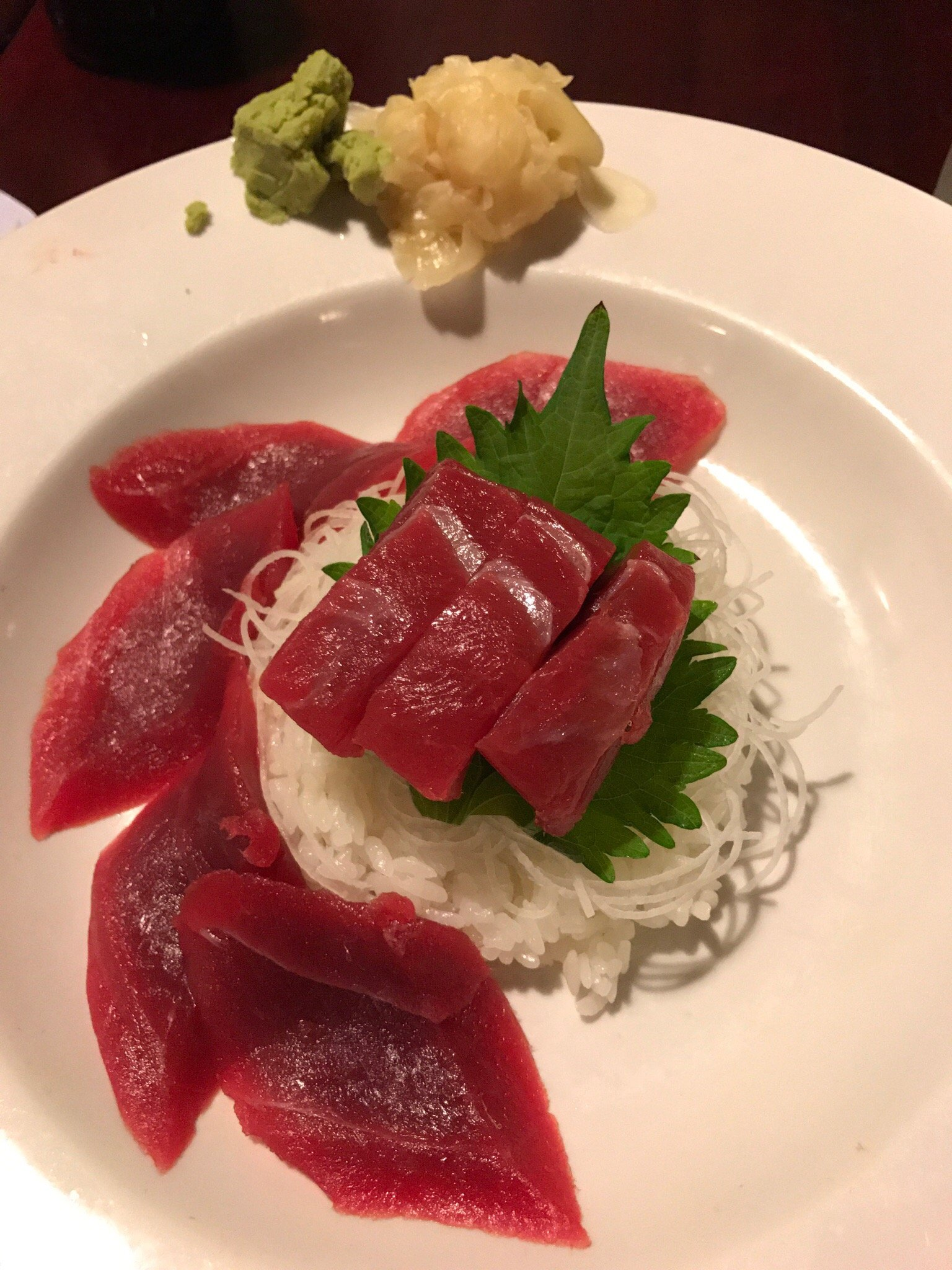 Tekkadon (tuna on white rice)