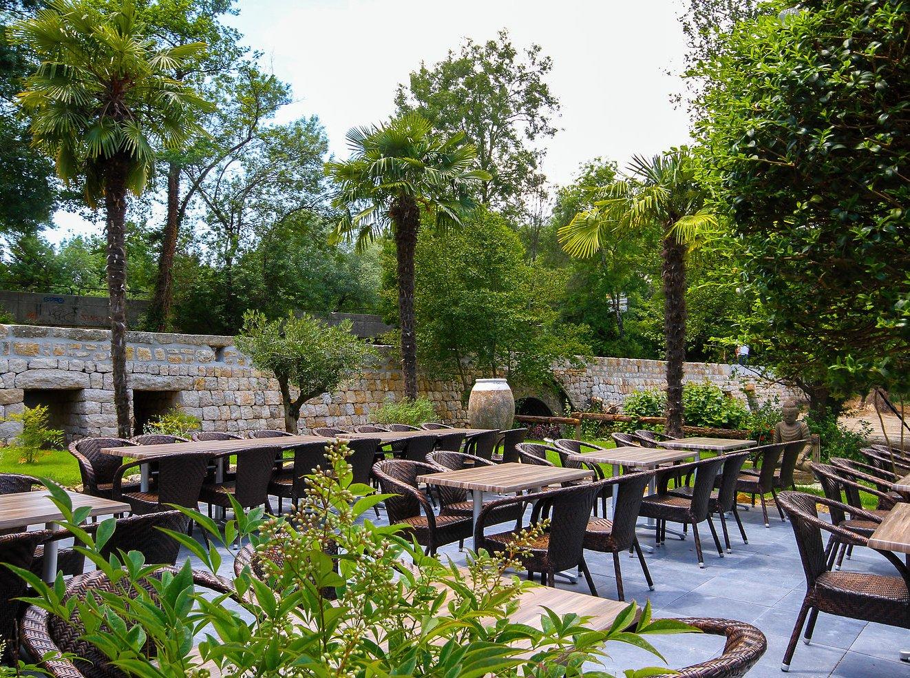 L 39 auberge de la source valbonne restaurantanmeldelser for Auberge le jardin de la source