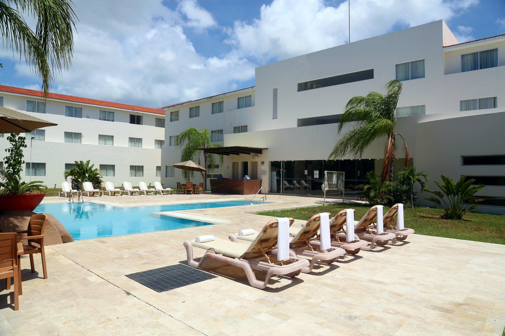 卡門海灘智選假日飯店