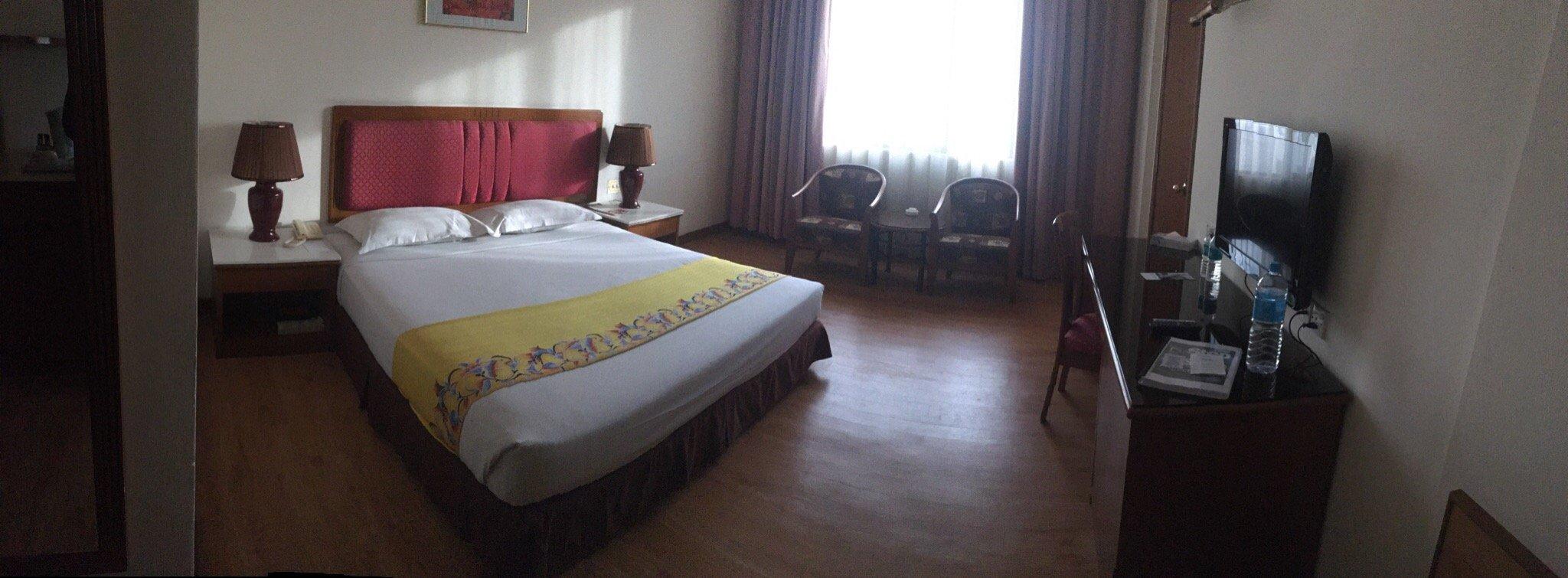 โรงแรมคริสตัลคราวน์