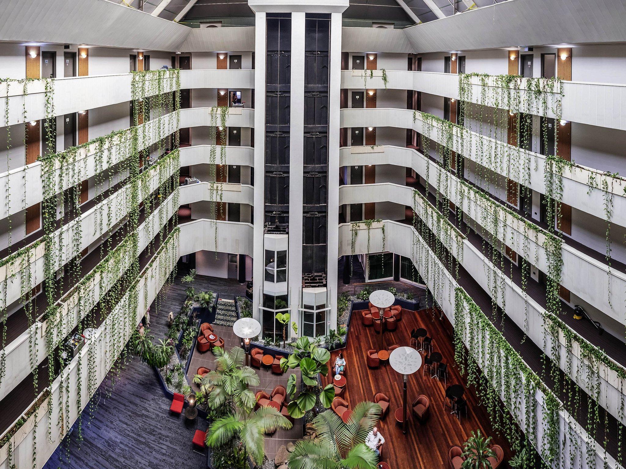 达尔文诺富特中庭酒店