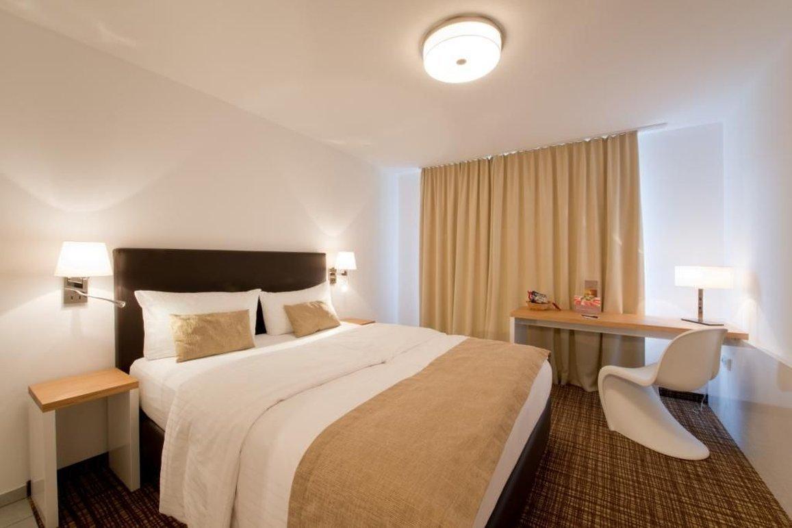 瓦迪六酒店