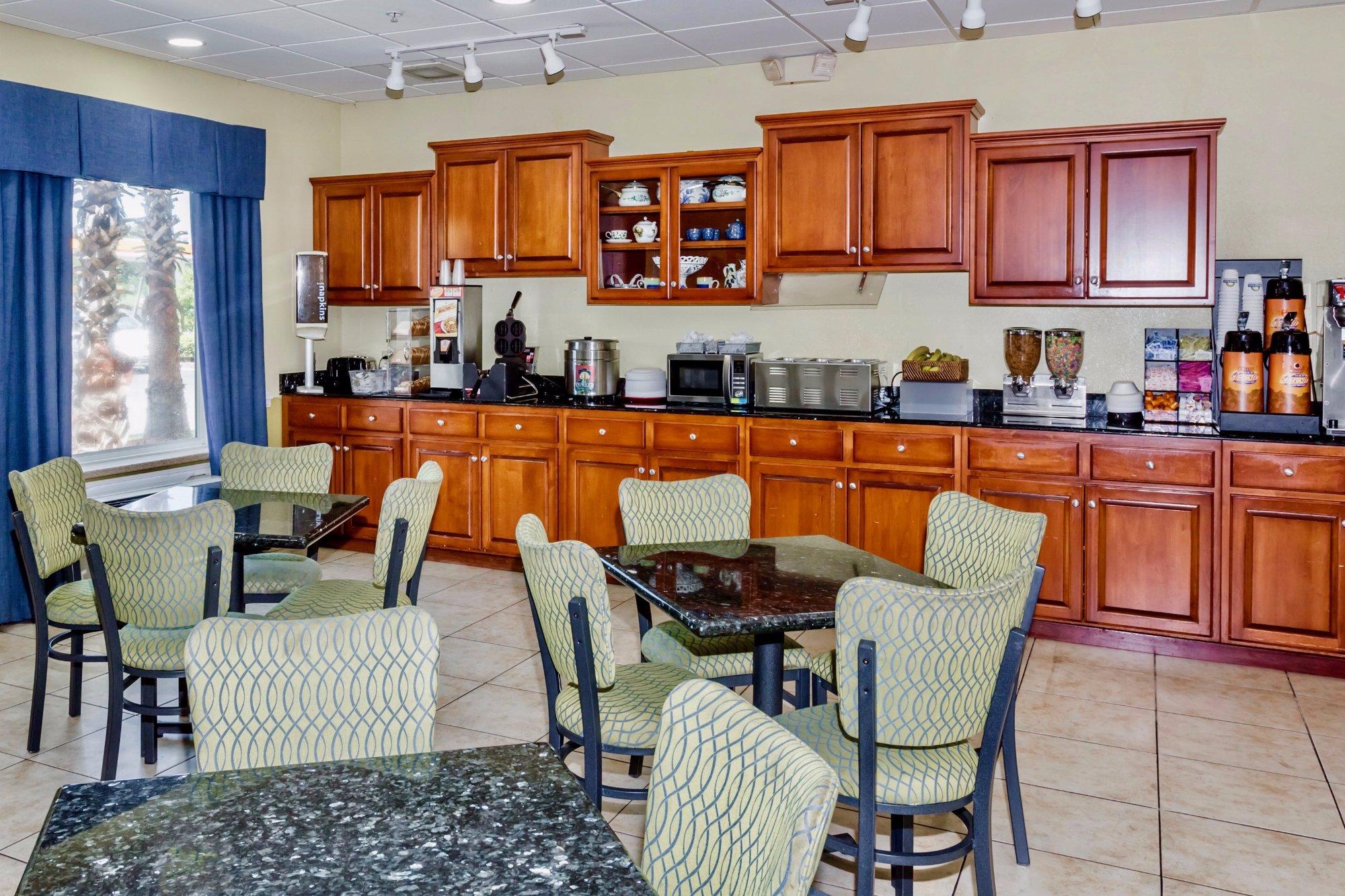 Days Inn & Suites - Savannah North I-95