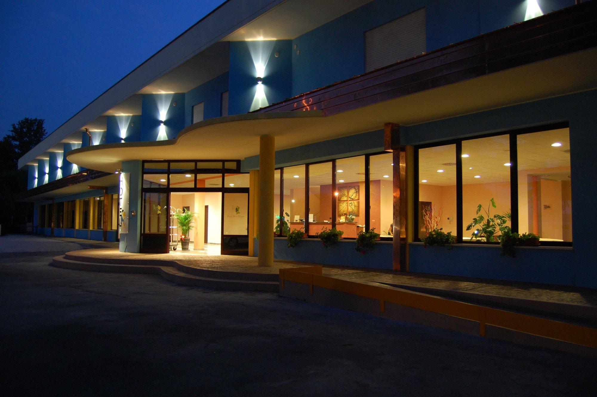 ピッコロ ホテル ノガラ