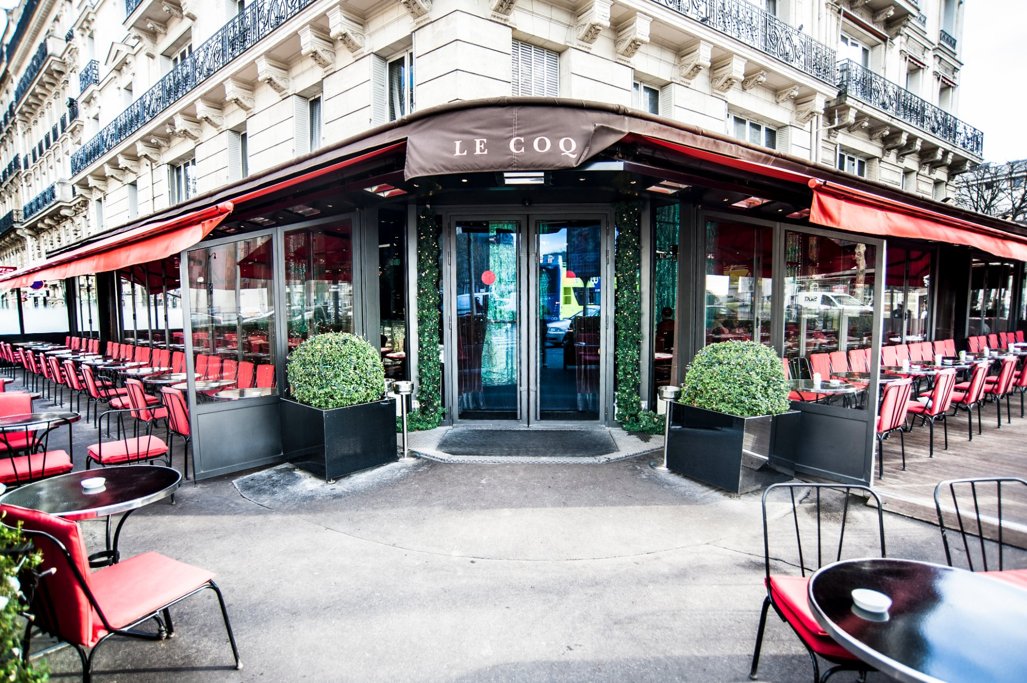 Outdoor cafe in paris with tower in background - All Photos 144