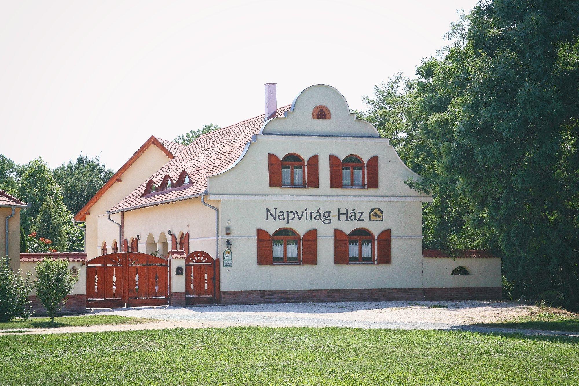 Napvirag House
