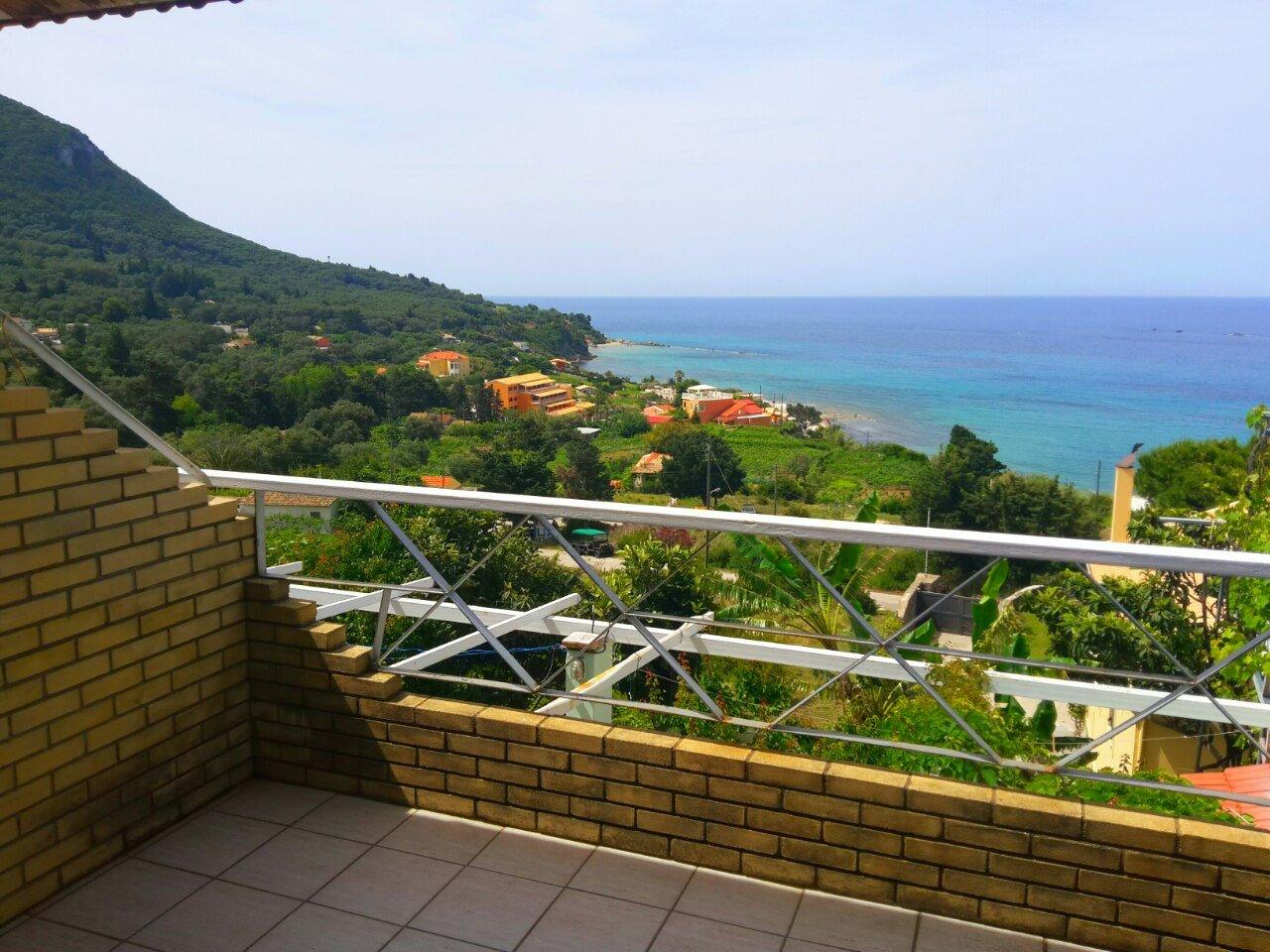 Varagoulis Giannis & Lenas Apartments and Studios