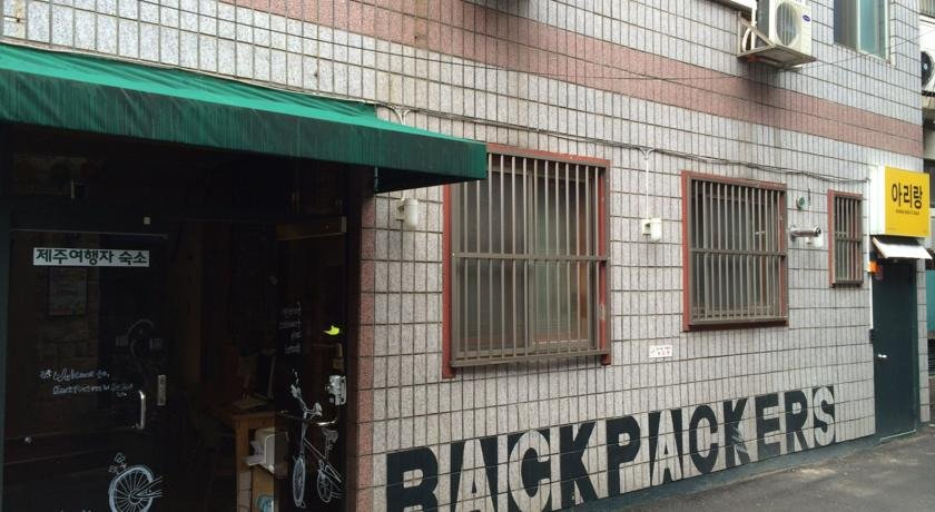 Backpackers in Jeju