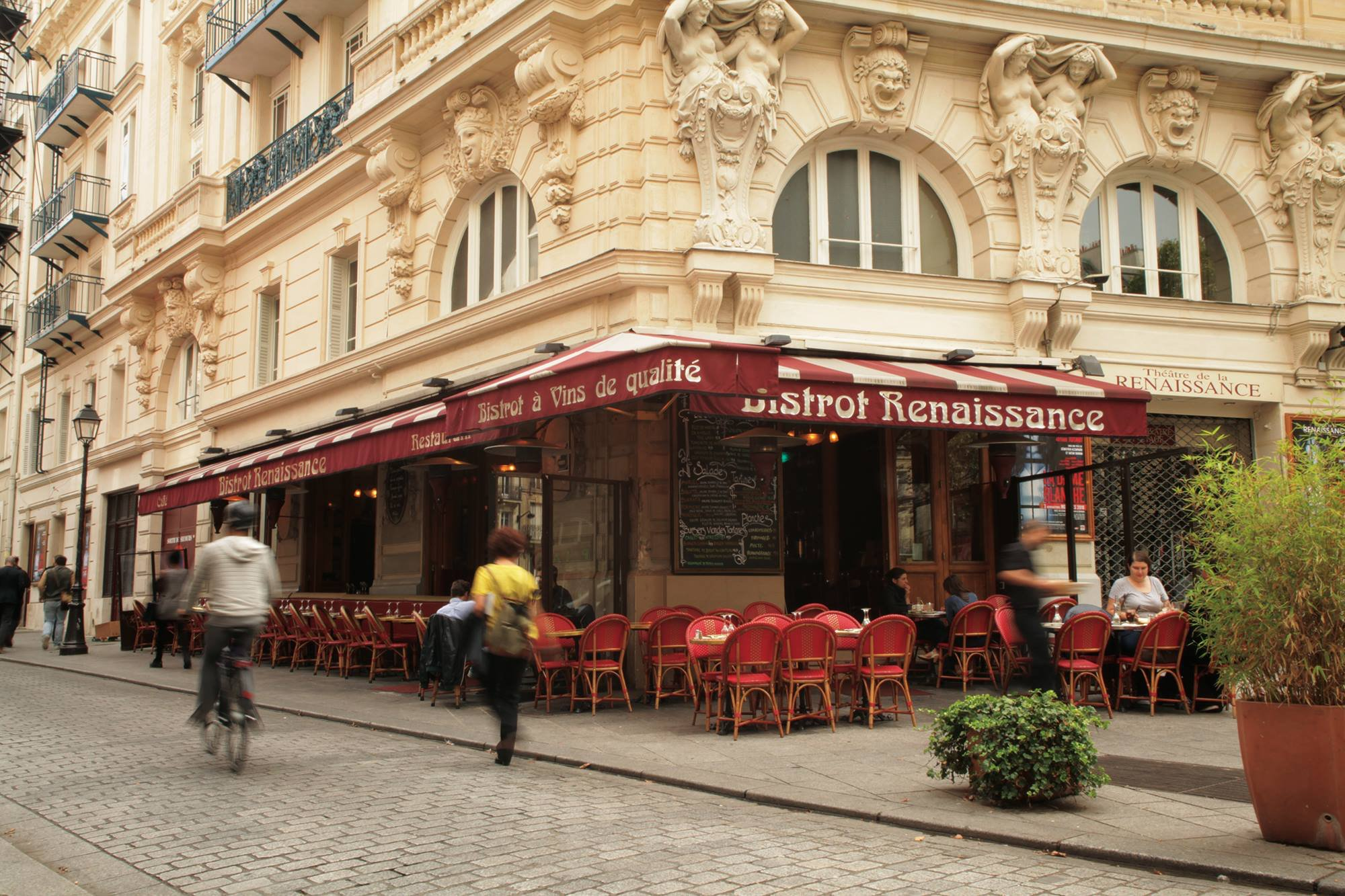 Bistrot renaissance paris chateau d 39 eau gare du nord for Bar exterieur paris