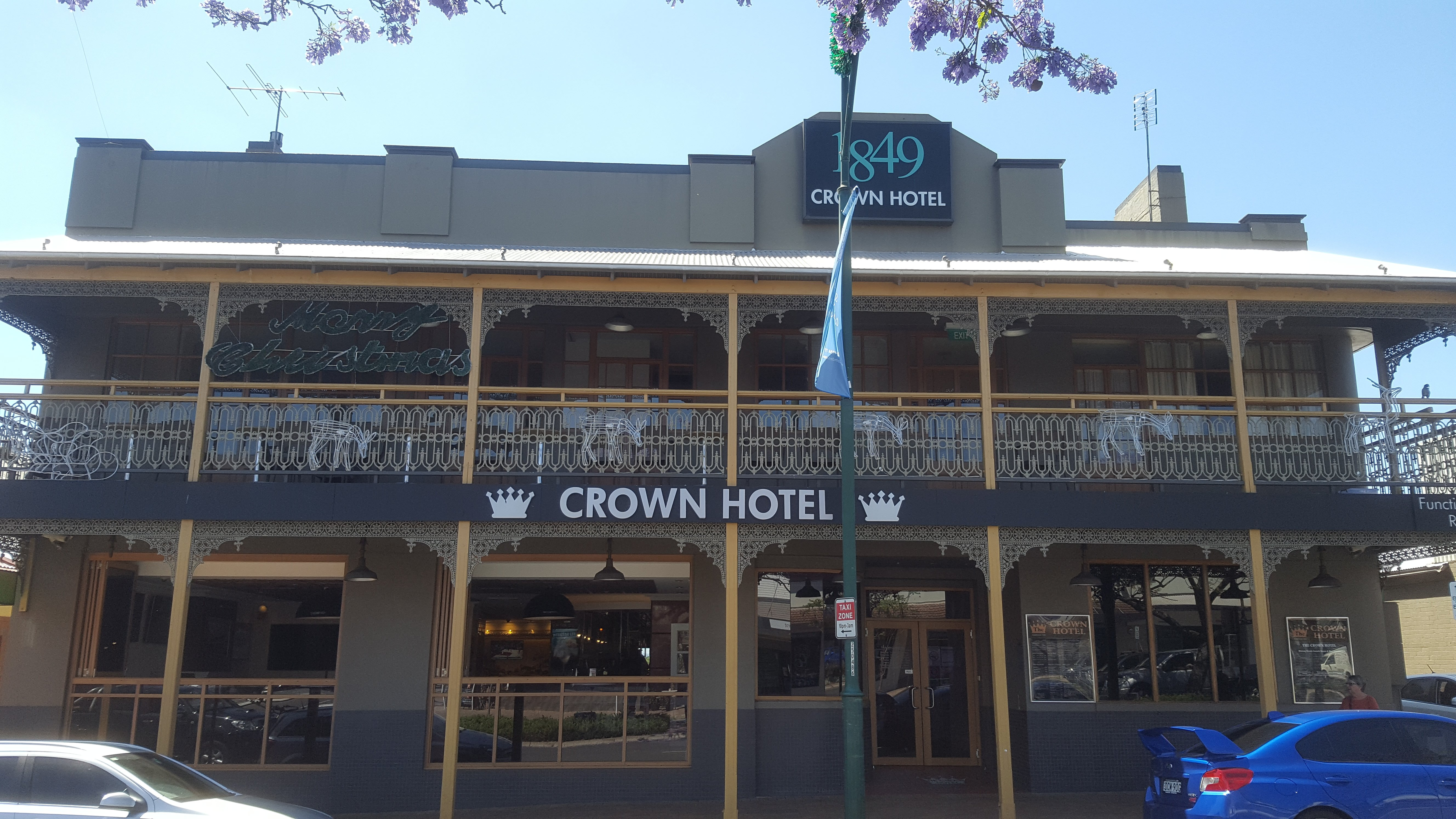 Crown Hotel Motel