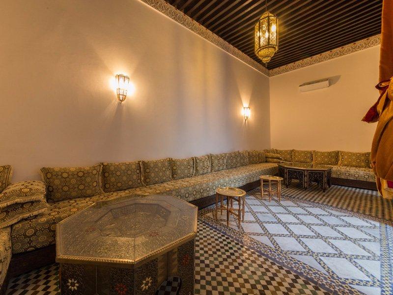 Riad nazha hotel f s maroc voir les tarifs 10 avis for Salon zen rabat tarifs