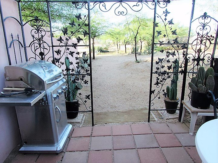 PRIVATE PATIO WITH LARGE GRILL BBQ