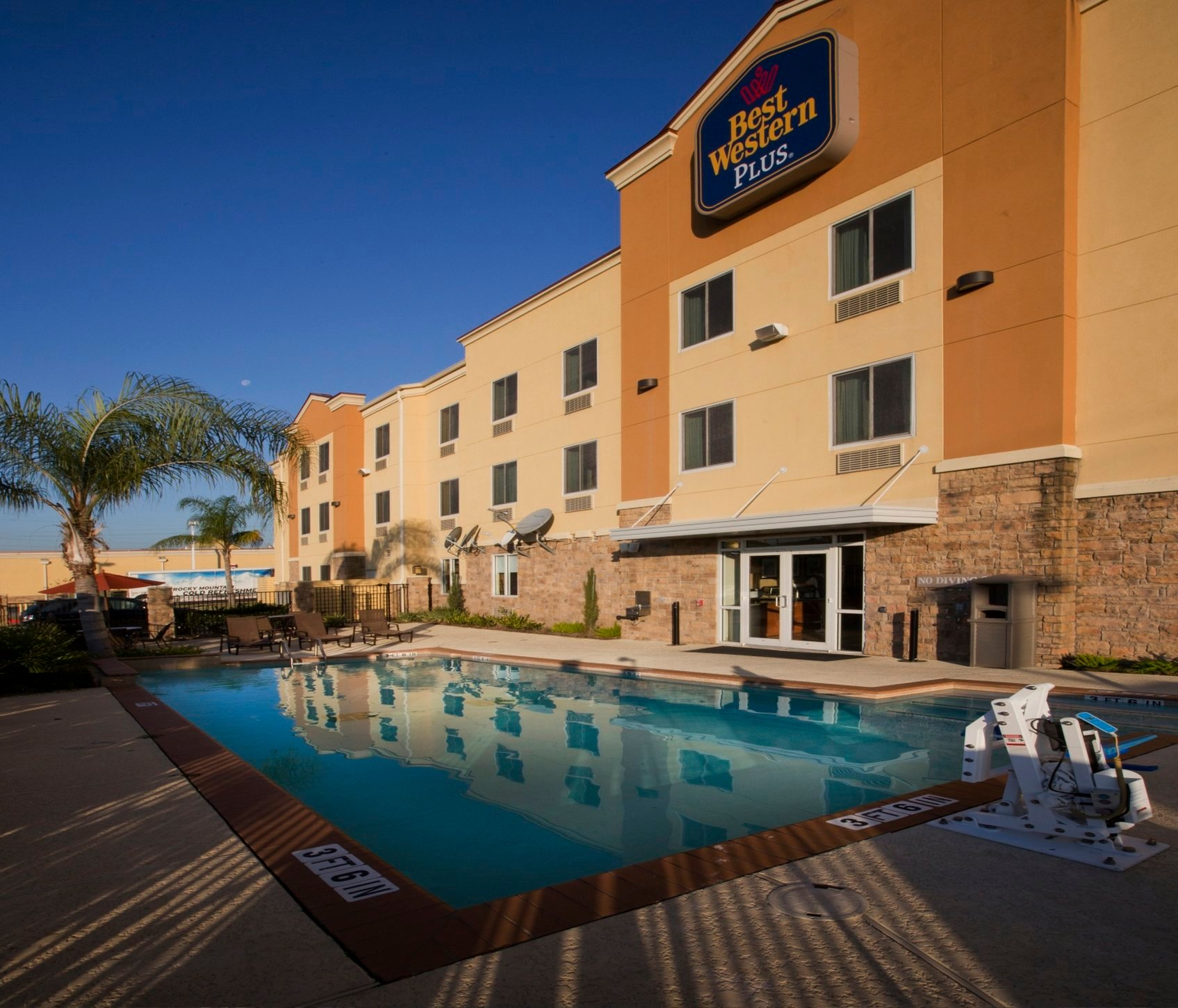 Best Western Plus Seabrook Suites
