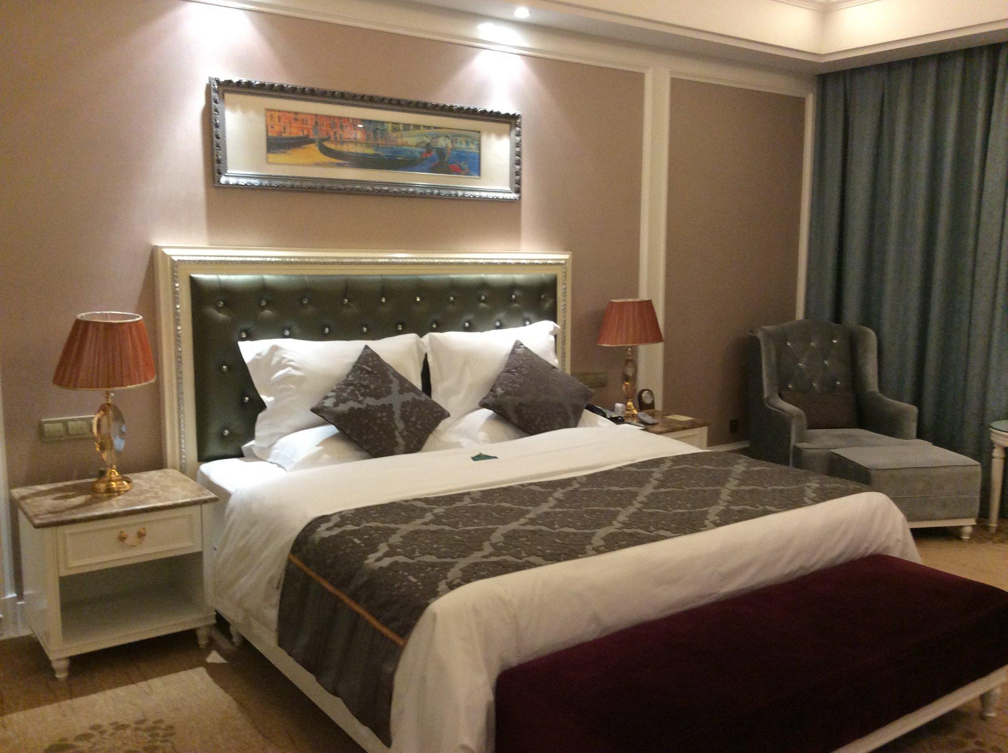 Golden Bauhinia International Hotel