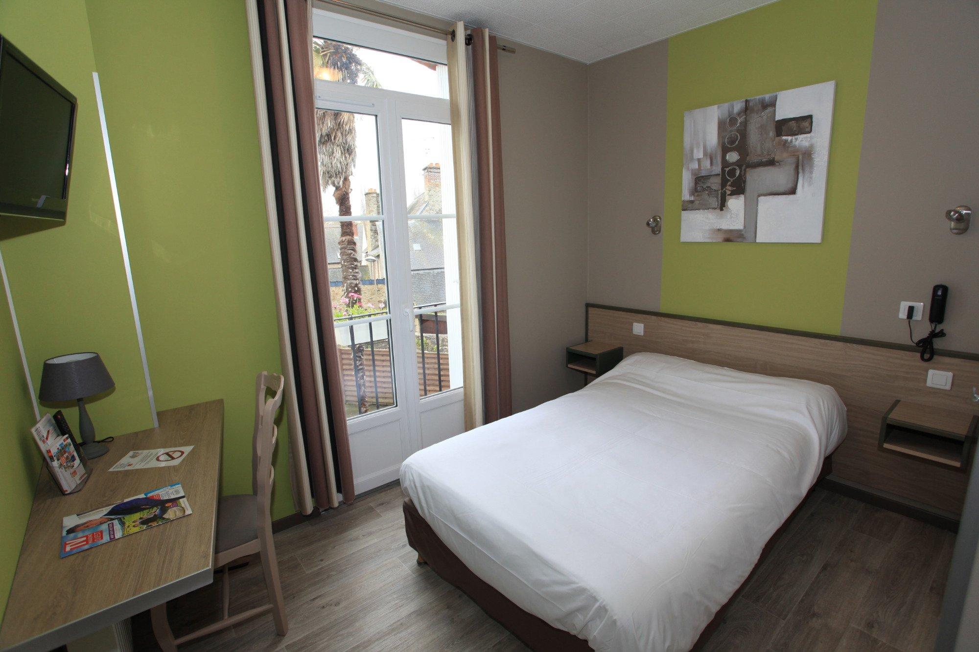 ホテル ル リオン ドール