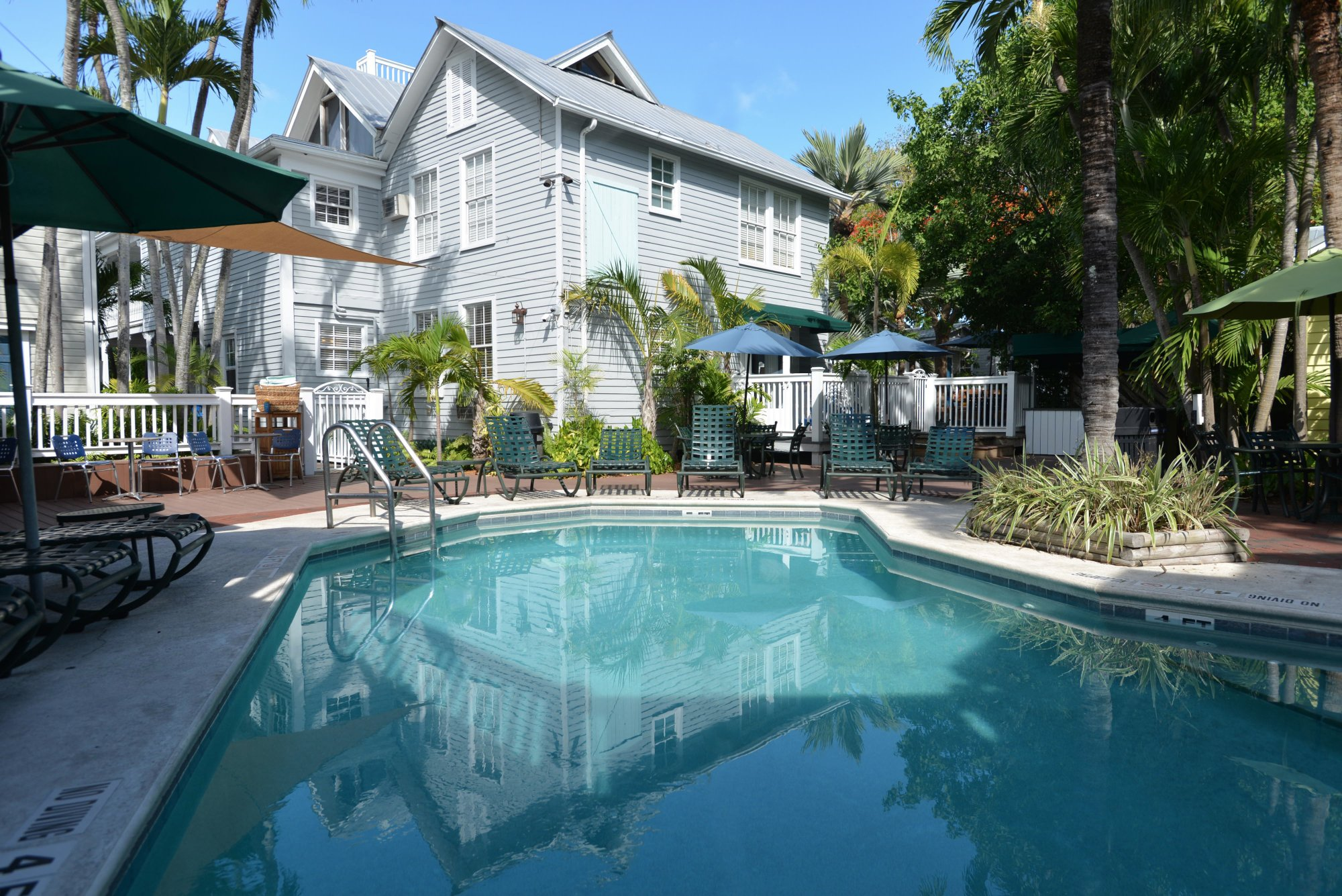 Lighthouse Court Hotel in Key West