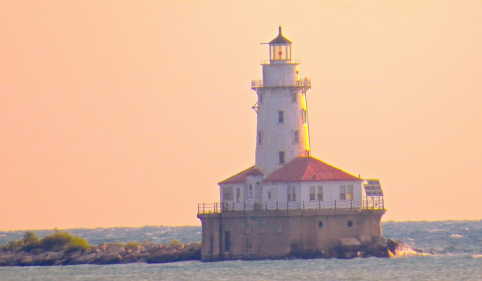 CHICAGO HARBOUR LIGHTHOUSE