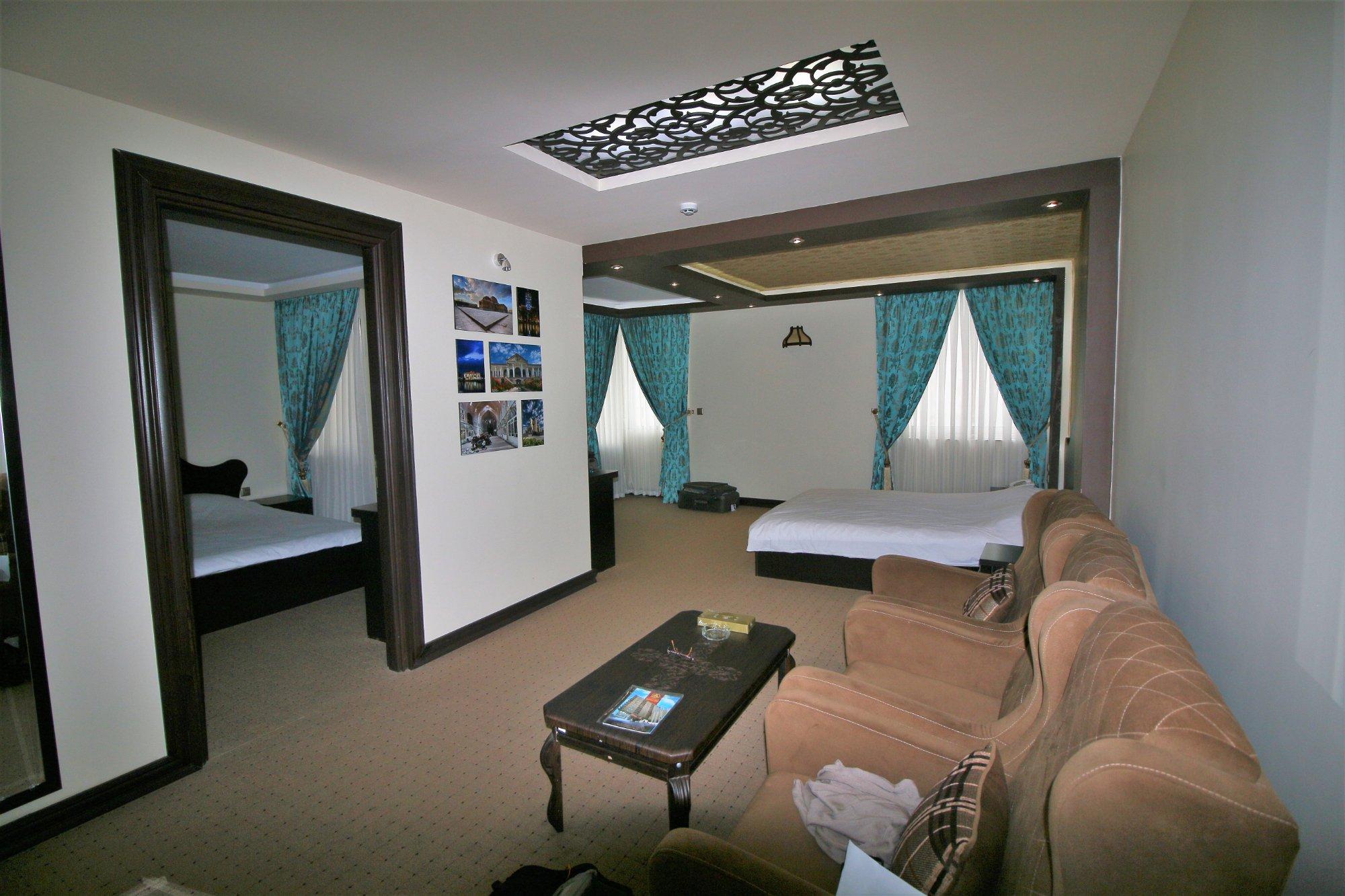 Gostaresh Hotel