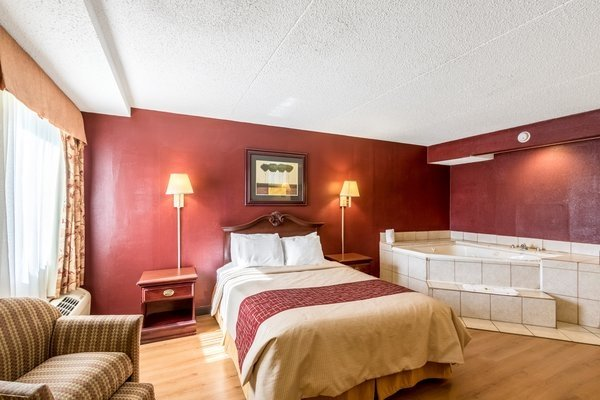 Red Roof Inn & Suites Terre Haute