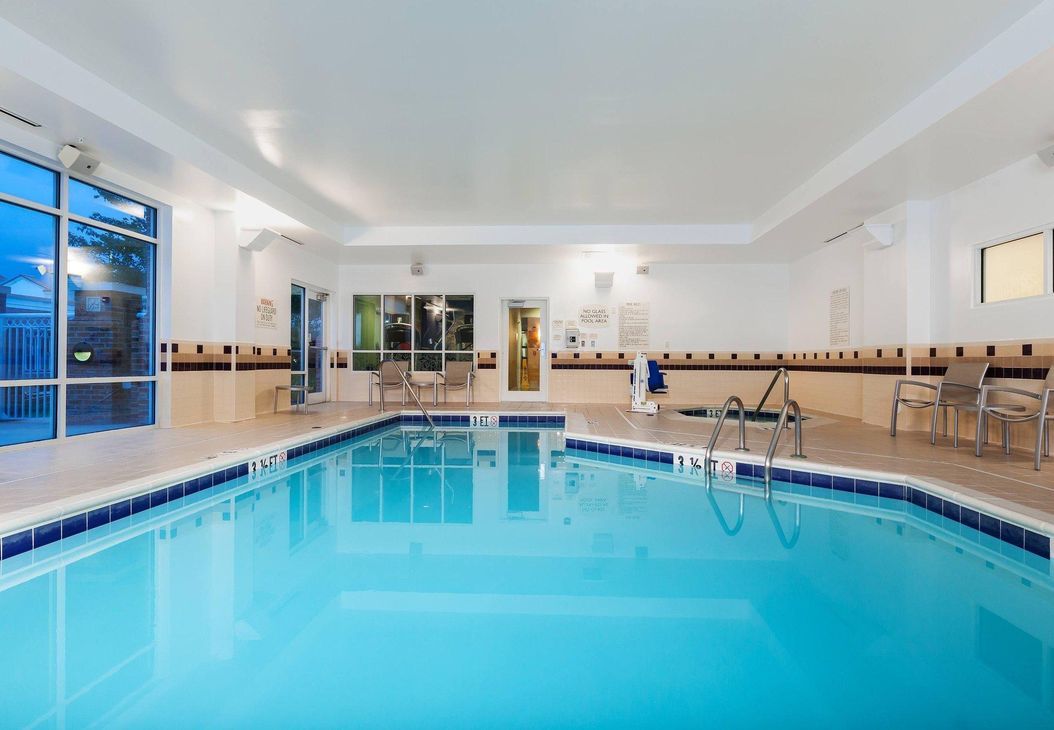 夏洛特諾曼湖/莫爾斯威爾 SpringHill Suites 飯店