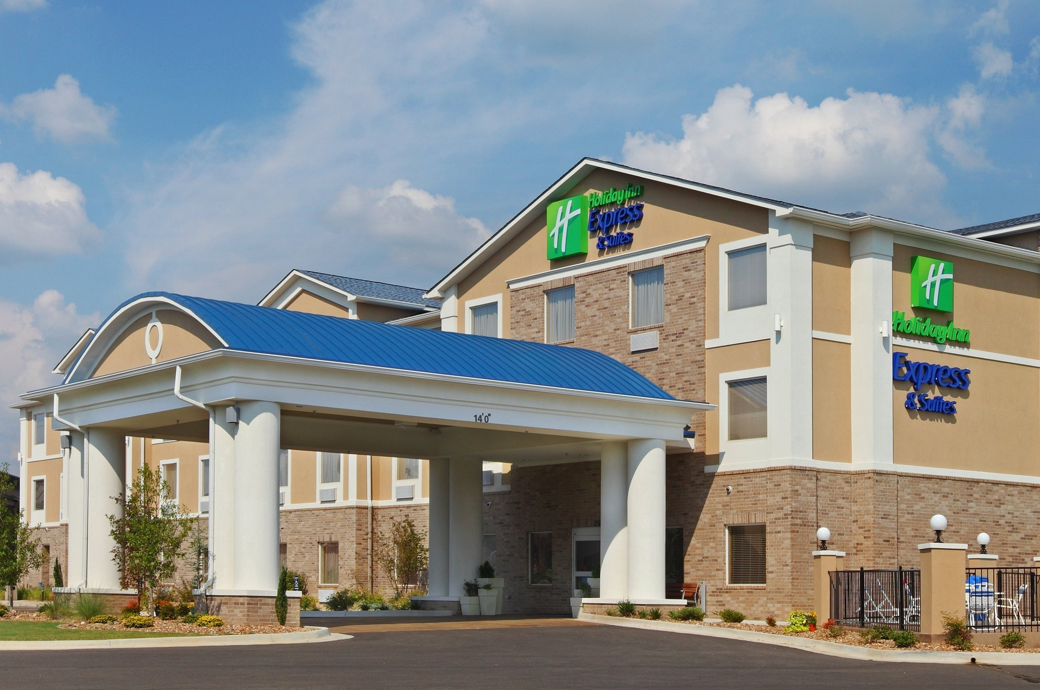 ‪Holiday Inn Express Hotel & Suites Clarksville‬
