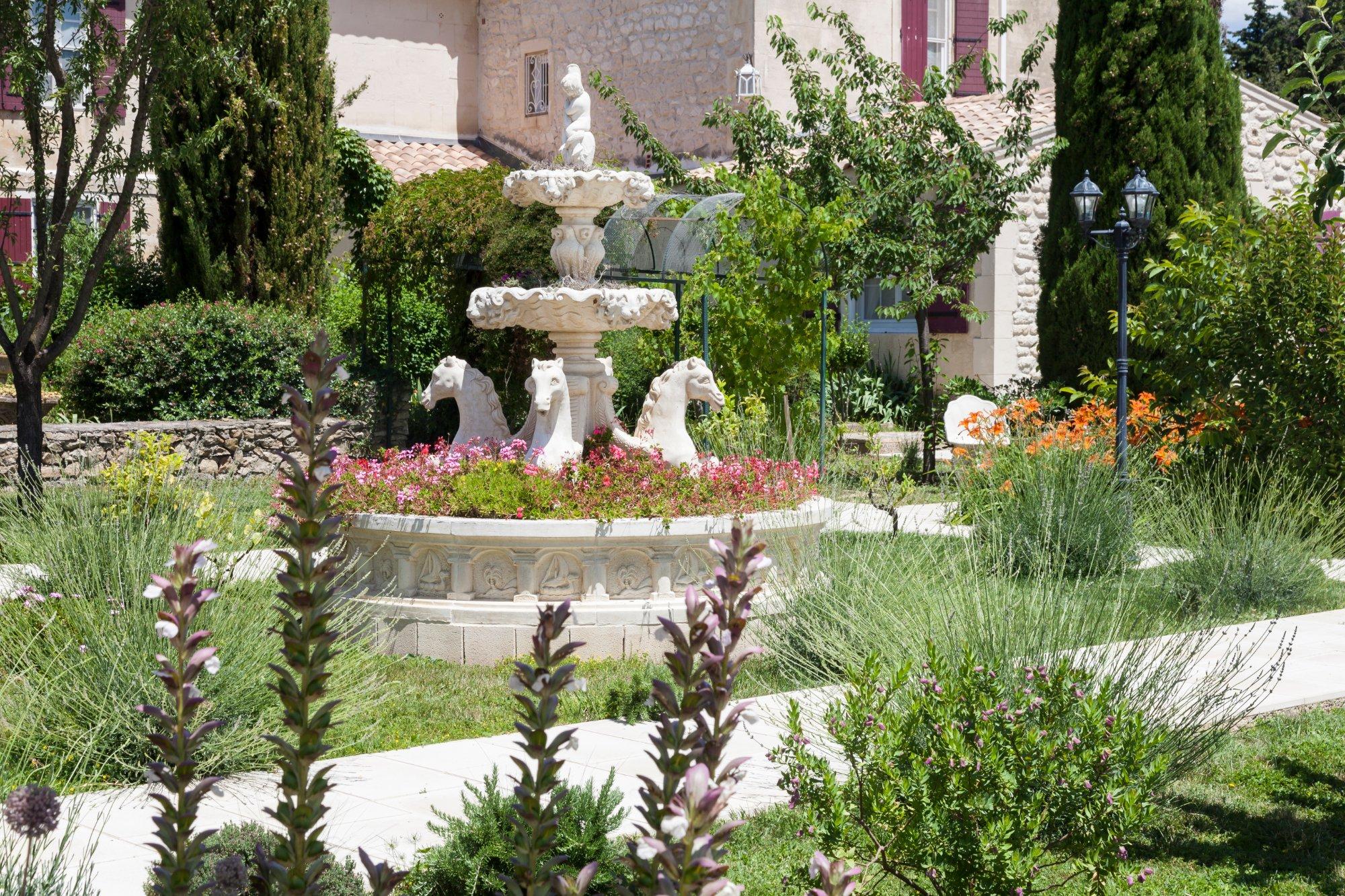 Auberge du mas de la feni re arles frankrig hotel for O jardin ideal route de montauban bessieres