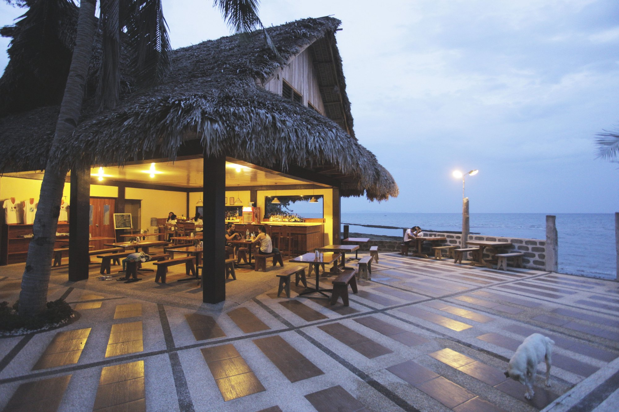 Happy Hours at Woodland Beach Resort